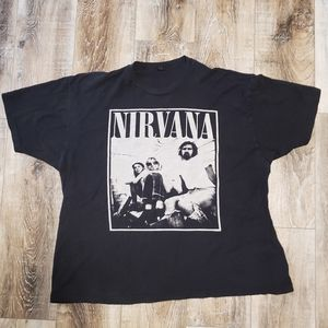 Tops - Nirvana Distressed Band Tshirt sz XL